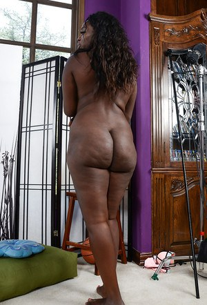 from Kohen black women naked with hips and ass
